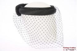 Headband with veil and bow black +/- 56