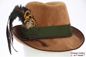 Ladies hunting hat Annemarie beige velvet with feathers 54 (XS)