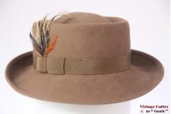 Ladies hat beige felt with feathers 54 (XS)