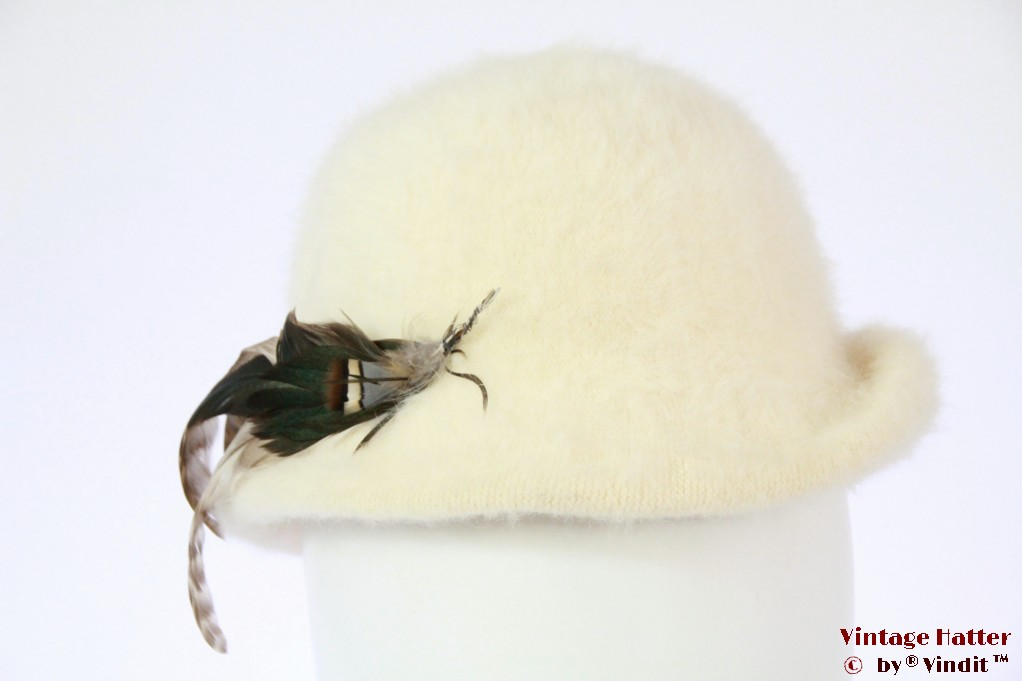 Ladies hat Angora Soft off-white with feathers 55 (S)