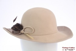 Ladies hat Mayser-Milz beige with feathers 55