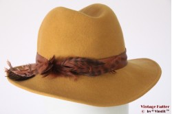 Ladies hat oker yellow felt with feathers 56