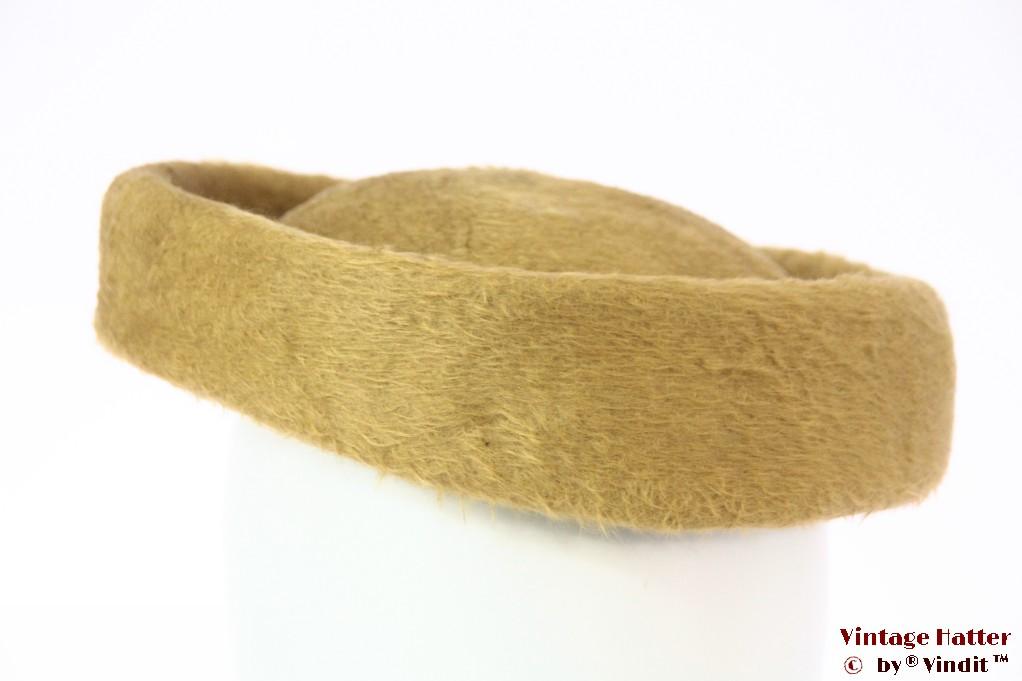 Wide pillbox cocktail hat yellow brown fur felt 57-58