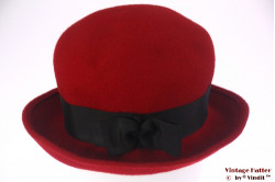 Ladies hat red felt with black band 57-58