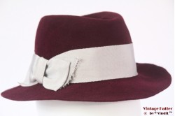 Ladies fedora burgundy brushed felt with silver colored band 54 (XS)