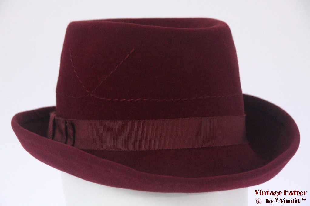 Ladies hat burgundy velvet 56