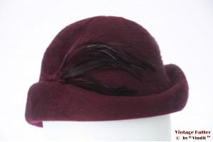 Ladies hat burgundy purple fur felt feathers 57-58