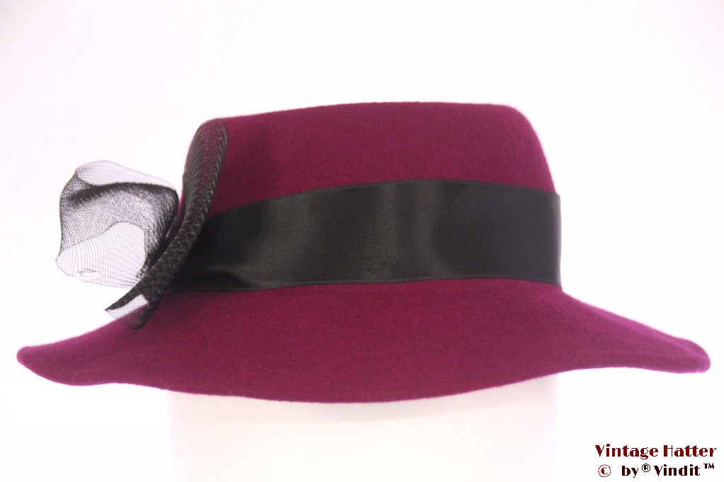 Ladies hat purple felt with black ribbon 55 (S)