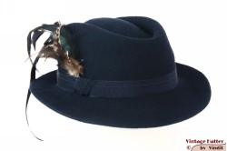 Dameshoed donker blauw vilt met lange veren 54-55 (S)