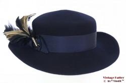 Dameshoed Breiter donker blauw met veren 56