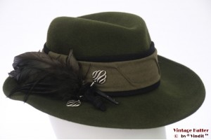 Ladies hat Favorite Modell dark green felt with feathers 55 (S)