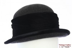 Ladies hat dark grey woolfelt with black velvet band 57