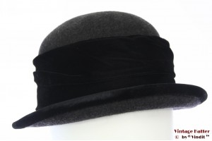 Ladies hat dark grey woolfelt with black velvet band 57