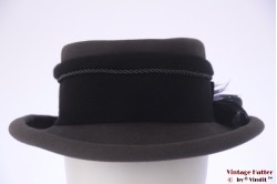 Ladies hat Mayser Modell dark grey felt with feathers 57