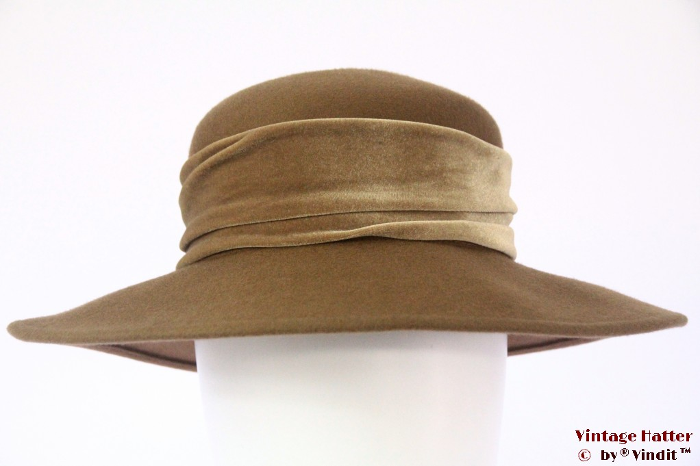 Ladies hat Canda brown felt with green velvet band 57
