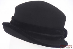 Ladies hat black felt with velvet band 57-60