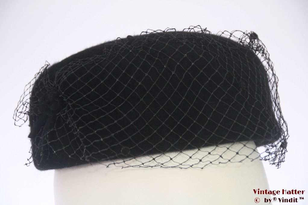 Cocktail hat black fur felt with half veil 54-56