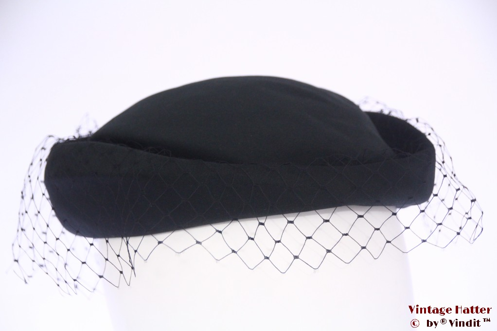 Ladies pillbox hat black with half veil 55 (S)