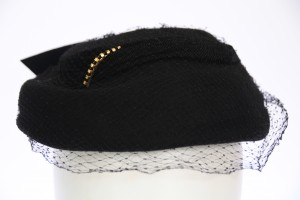 Cocktail hat black felt with small veil 55