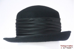 Ladies hat black felt with high band 57