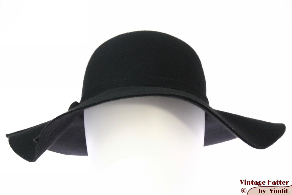 Ladies wide floppyhat black felt 57