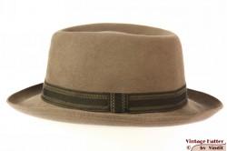 Round hat Favorit beige grey felt 56