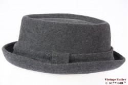Porpkie hat Calliope diamond shaped grey 57