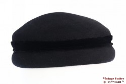 Cocktail hat black with narrow velvet band 54