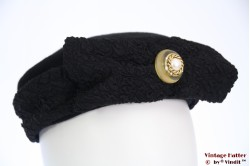 Pillbox hat HTB with button and bow black velvet 56