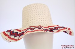 Beach-hat white with blue & red zigzag 55