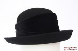 Ladies hat HAT Company black with velvet band 57
