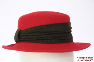 Ladies hat red with dark grey band 56